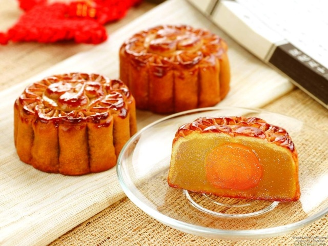 yolk-moon-cake