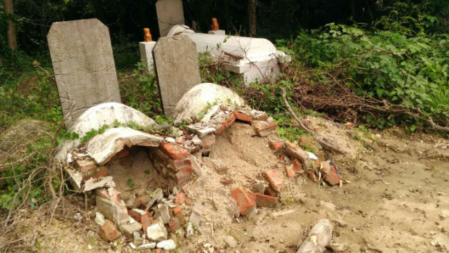 Government-forcibly-digging-up-tombs